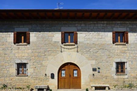 Casa de la Cadena - Asiáin (Cendea de Olza) - Wikt i opierunek
