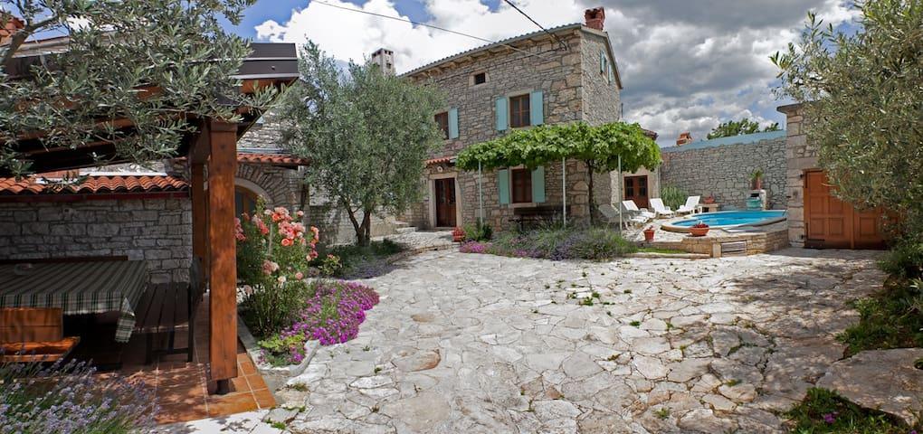 Villa Orihi - two houses with pool - Orihi 24 - Casa de camp