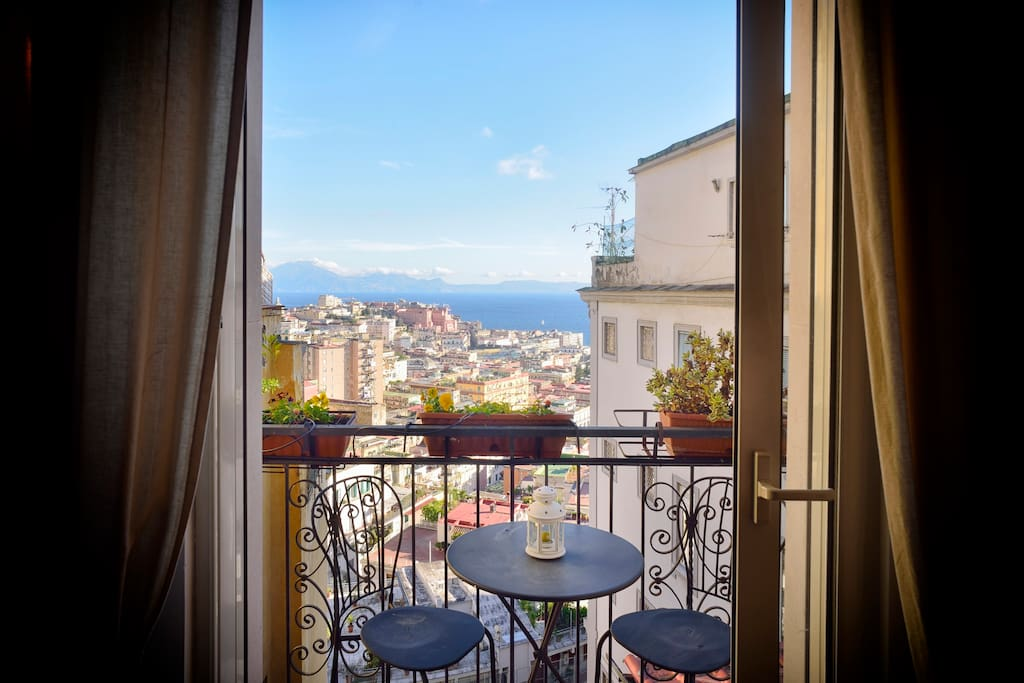 Nido partenopeo balcony appartamenti in affitto a napoli for Airbnb napoli