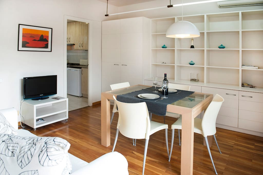 Lovely penthouse for holiday rental in the heart of Barcelona.