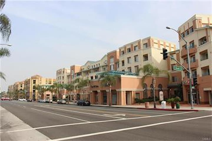 Awesome Condo in the Heart of Alhambra