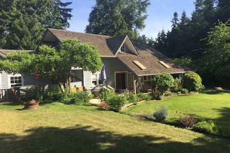 Ennerdale Farmhouse - Chemainus
