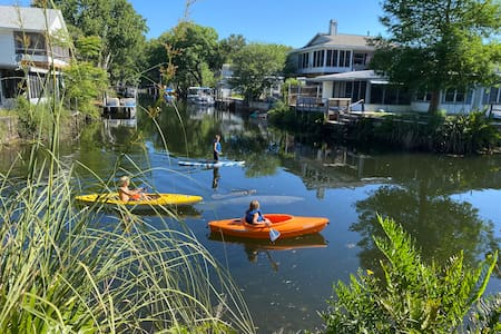 The Kayak Kottage: waterfront, kayaks, & bikes