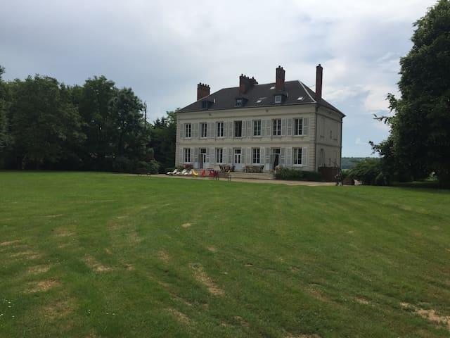 Château familial et chaleureux avec piscine