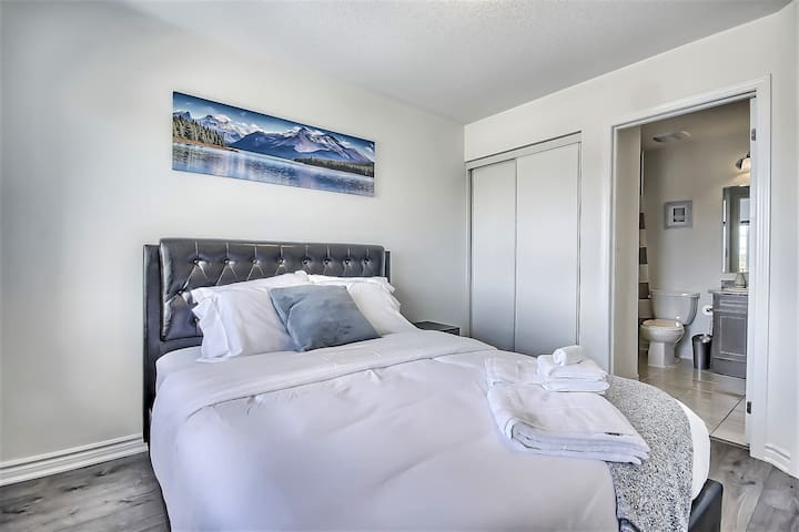 Brand New House! Guest Room with Private Ensuite