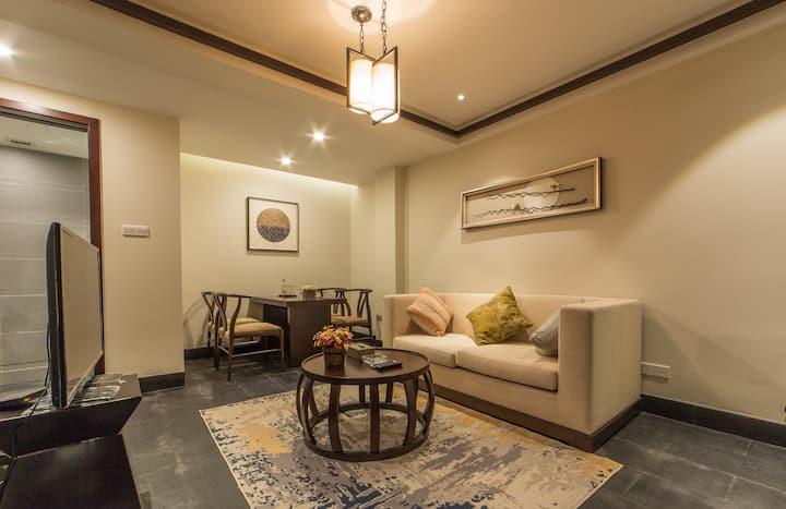 束河 两室一厅复式家庭房  可做饭可停车 3晚免接 房型随机