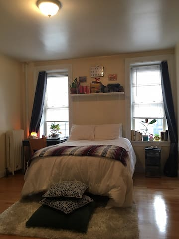 Cozy sunny room in Washington Heights