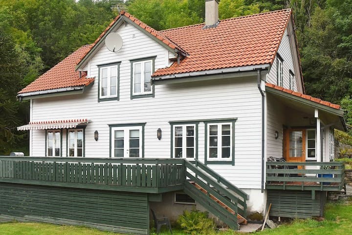 8 person holiday home in LONEVÅG
