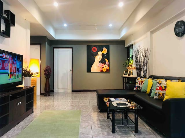City family house, 300m to nimman . convenient