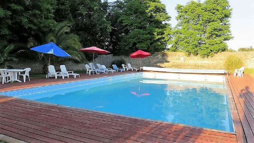 1 bedroom cottage with pool and large gardens.
