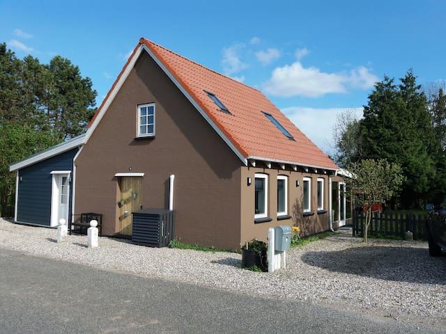 Cottage located in Brydegård.