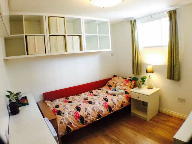 304 Single Budget cosy Piccadilly