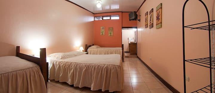 Hotel Pacande  Quadruple Room privated bathroom