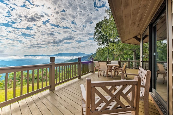 4-Acre Bryson City Mountain Home w/ Deck & Grill!
