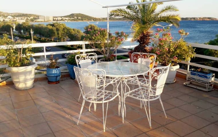 Top studio apartment in Voula