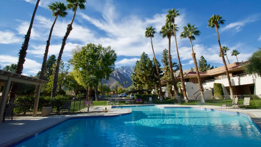 Poolside Palm Springs Getaway