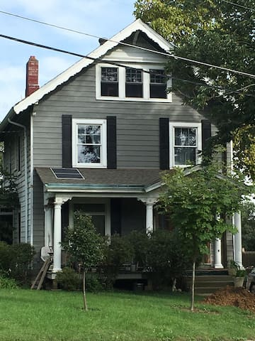 Spacious + Bright 3rd Fl of a Charming Victorian!
