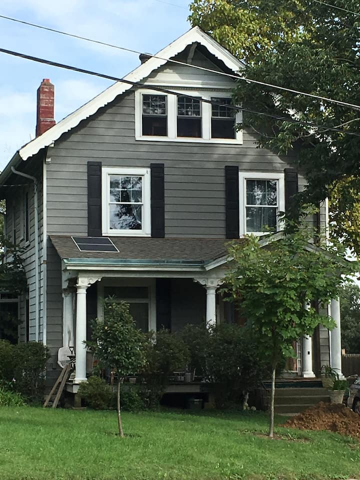 Spacious + Bright 3rd Fl of a Charming Victorian!!