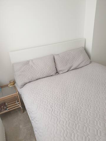 North Cambridge Double Bed ideal for Weekend Visit