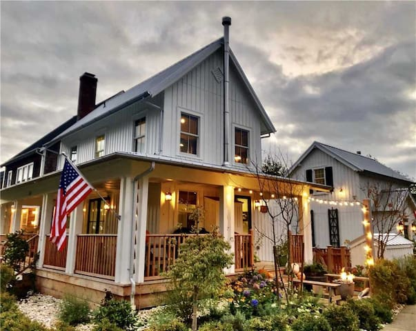 Cedarbrook Cottage | 2 Bedroom, 2 Bathroom - sleeps 4