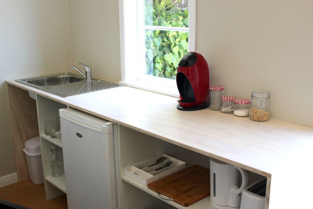 Kitchen with Coffee Pods & breakfast