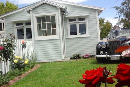 Cottage on Mona - Hastings - Talo