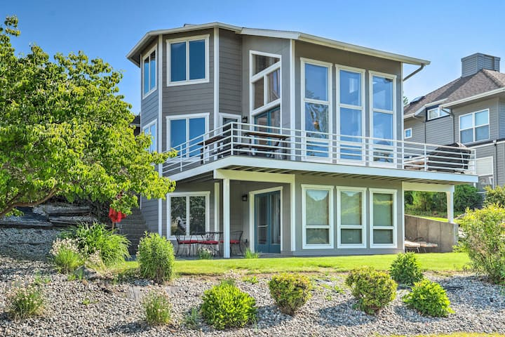 NEW! Modern Retreat Steps to Lake Chelan Shoreline