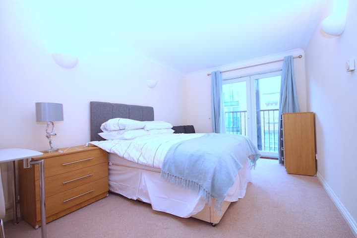 Large double rooms near Canary Wharf (R3LC9)