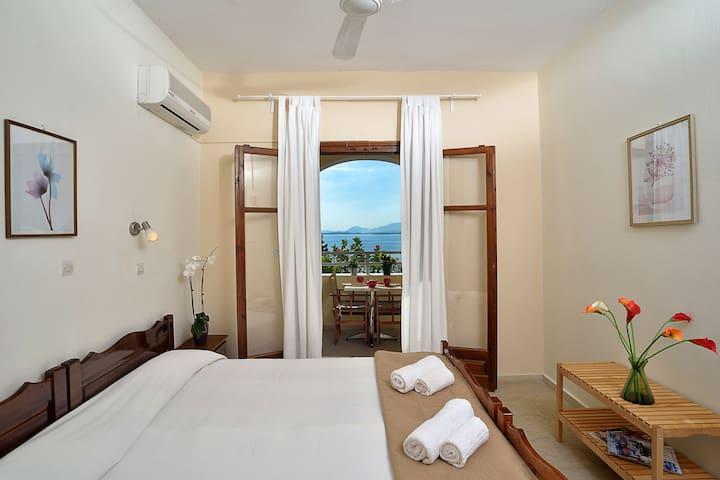 2 bedroom apartment with Sea view in Barbati - Mparmpati - Apartamento