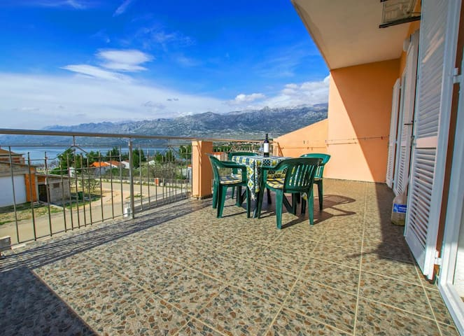 One bedroom apartment with terrace and sea view Rovanjska, Paklenica (A-14732-a)
