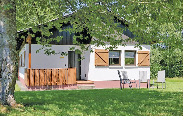 Holiday cottage with 2 bedrooms on 70m² in Thalfang