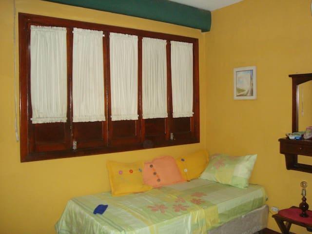 Habitación cómoda y accesible