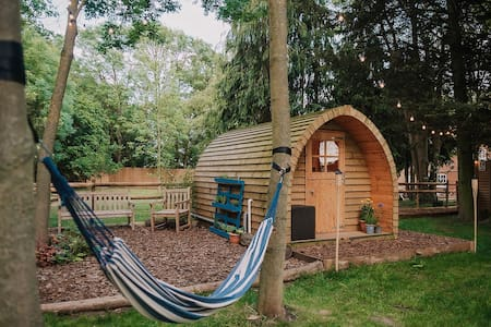 Countryside Retreat w Fire Pit, Hammock & Belltent