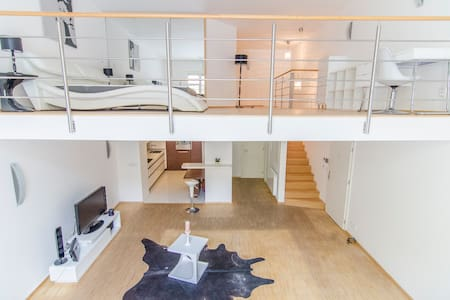 Elegant Snow White Loft with Jacuzzi in the center - Praha - Huoneisto