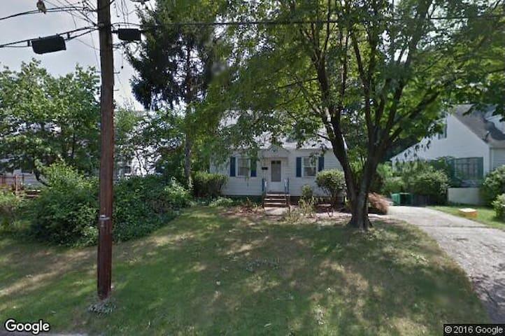 Entire house, convenient to DC - Riverdale Park - Casa