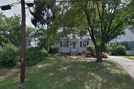 Entire house, convenient to DC - Riverdale Park - Hus