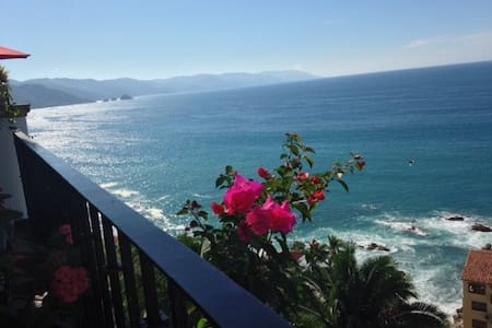 Ocean view 2 bedroom, 2 bath condo - Condominium
