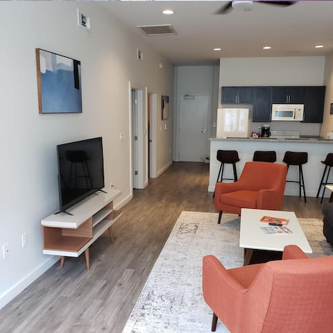 Cozy 2 Bedroom 2 Bath in the Heart of Downtown
