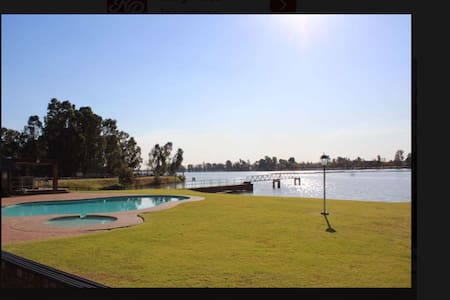 Security estate perfect getaway. Vaal Dam- Marina