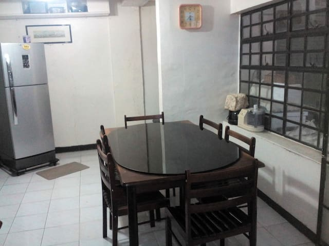 Private room near Tagaytay/De La Salle