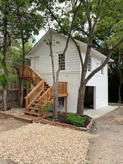 Carriage House Cottage