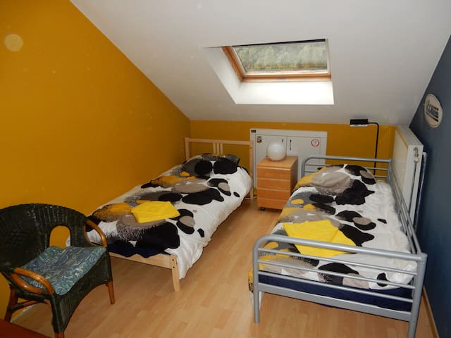 private room 2/3p walking distance to Tomorrowland - Boom - Huis