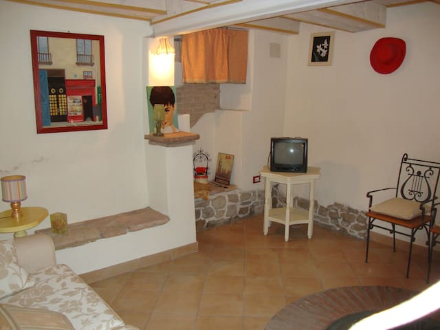 Lovely little house in Romagna hill - Roncofreddo-santa Paola - Apartamento