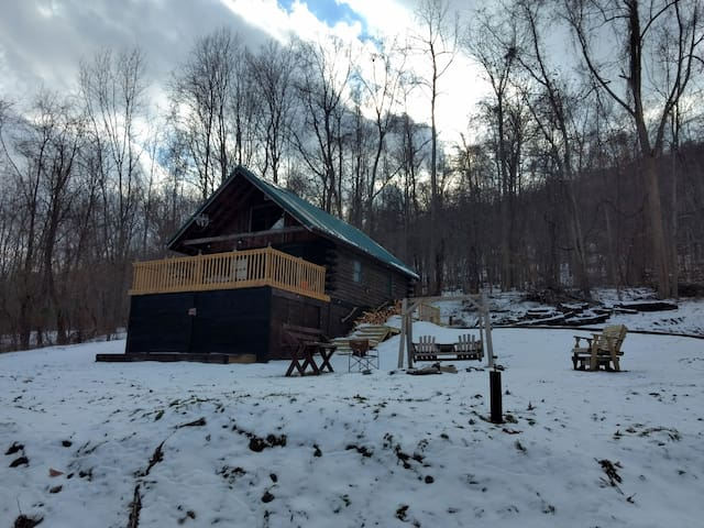Rustic, off the Grid log cabin in Naples, NY