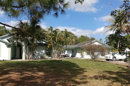 Large Guesthouse On Active Horse Farm 2/1 Sleeps 8 - West Palm Beach