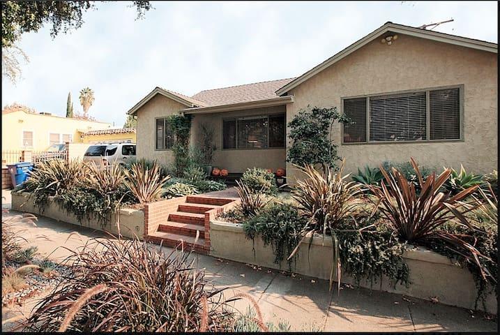 BEAUTIFUL EAGLE ROCK BUNGALOW - Los Angeles - Casa