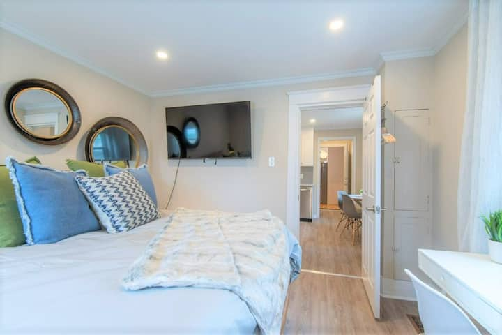 Plush, Cozy 1 Bedroom in Hintonburg|Parking|Wifi