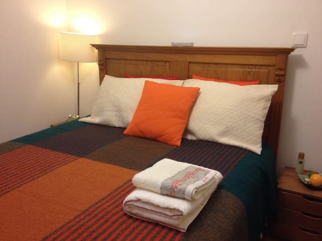 Cosy Room in a Musician's House - Lisbon - Bed & Breakfast