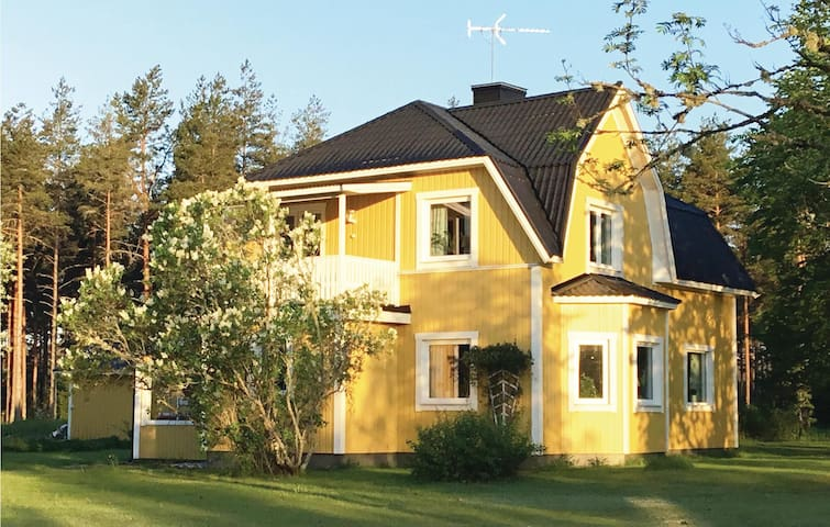 Former farm house with 3 bedrooms on 160m² in Virserum
