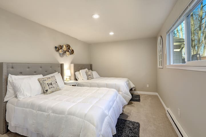 1st Floor Bedroom with 2 Double Full Size Beds